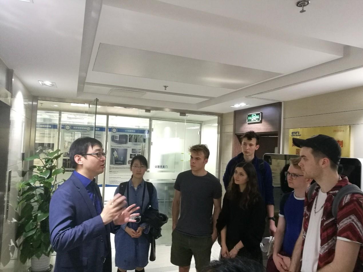 王坤研究员讲解分子影像学导航系统
