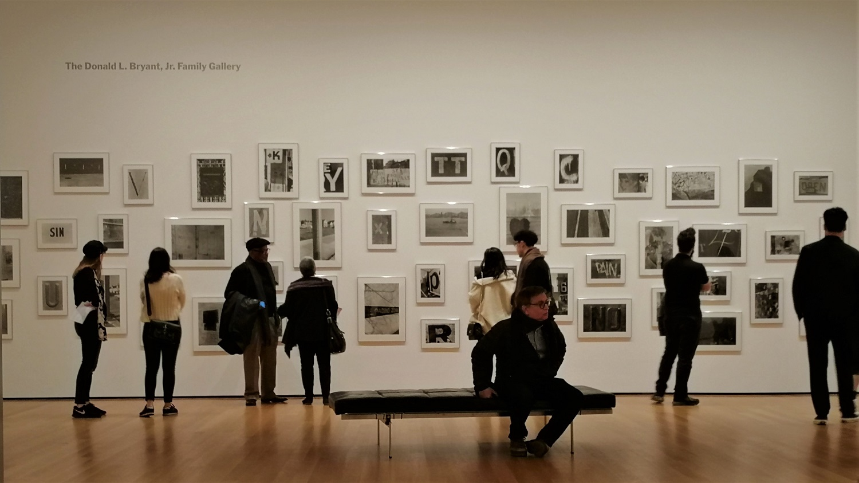 IMG 纽约 现代艺术博物馆中的参观者